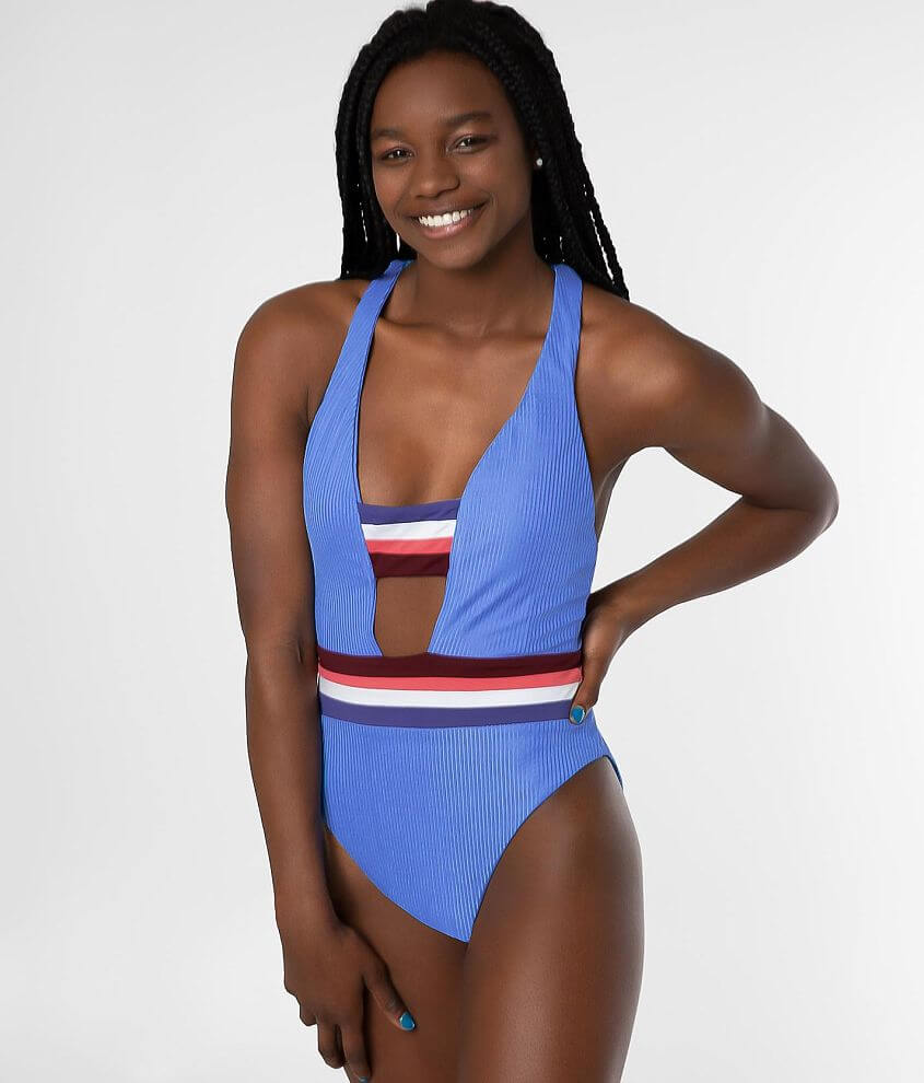 Ribbed cut-out swimsuit Removable pads Model Info: Height: 5\\\'7\\\
