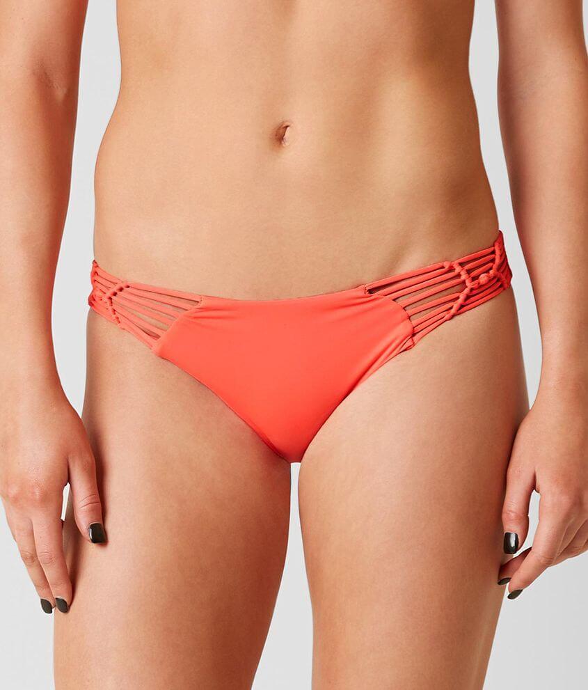 Style 744477/Sku 305307 Low rise macrame bikini bottom Matching top sku 305306 Model Info: Height: 5\\\'10\\\