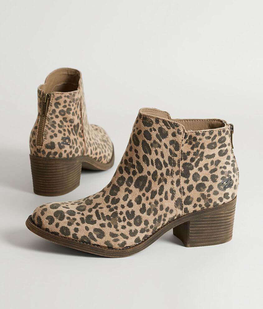 1eac4e674643 Billabong Downtown Shoe - Women's Shoes in Dune | Buckle