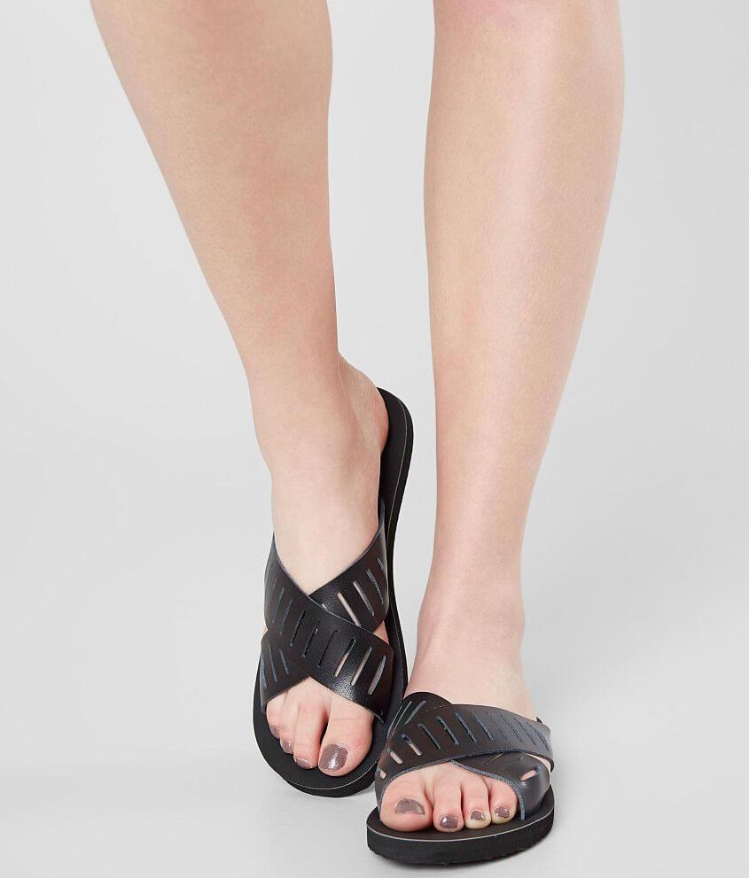 6bf46ad530ed55 Billabong Bridge Walk Sandal - Women s Shoes in Black
