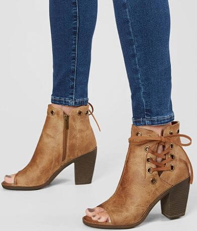Vintage 93 Gina Peep Toe Shoe