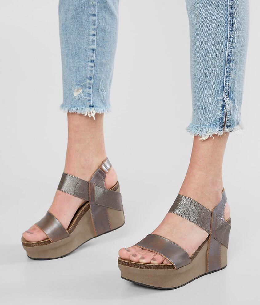 Elasticized strappy metallic leather sandal 3 1/2\\\
