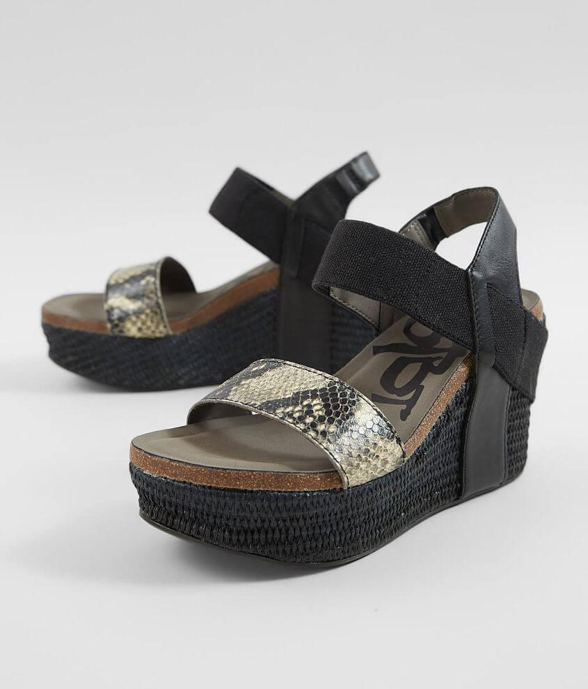 Elasticized strappy leather sandal 3 1/2\\\