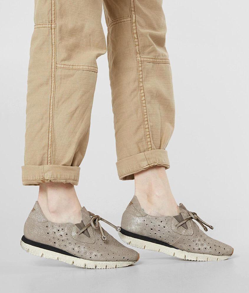 Style LUNAR/Sku 947434 Metallic suede perforated slip-on shoe Tie detail 1 1/2\\\