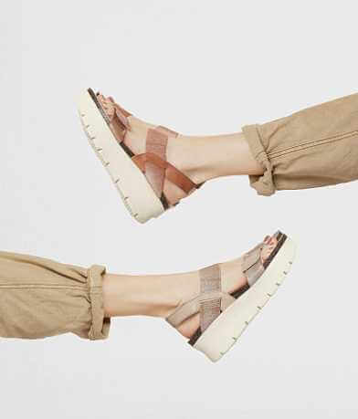 Off The Beaten Track Nova Flatform Sandal