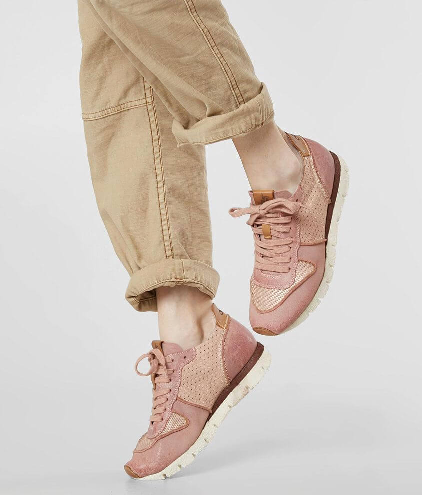 Style SNOWBIRD/Skus 947430, 947431 Metallic leather lace-up sneaker Memory foam footbed Travel Lite EVA sole