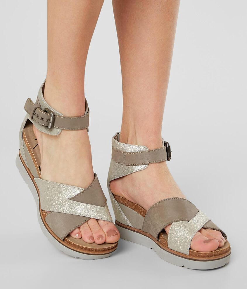Strappy metallic leather wedge sandal Back zip detail 3\\\
