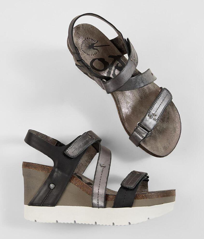 Hook and latch strap metallic leather sandal 3 1/2\\\