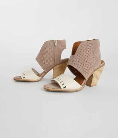 Dolce By Mojo Moxy Cut Out Sandal