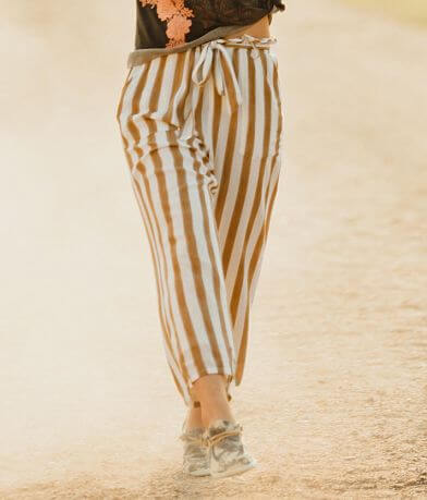 En Creme Striped Wide Leg Cropped Pant