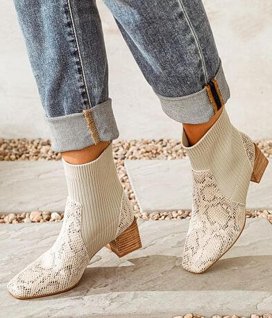 Oasis Society Geradine Ankle Boot
