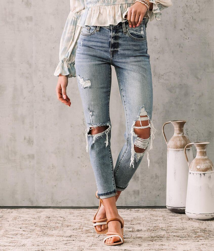 High Rise - Our ultimate higher rise, slightly fitted through the hip and thigh, a fresh take on your favorite vintage jean. High rise Stretch fabric 26\\\