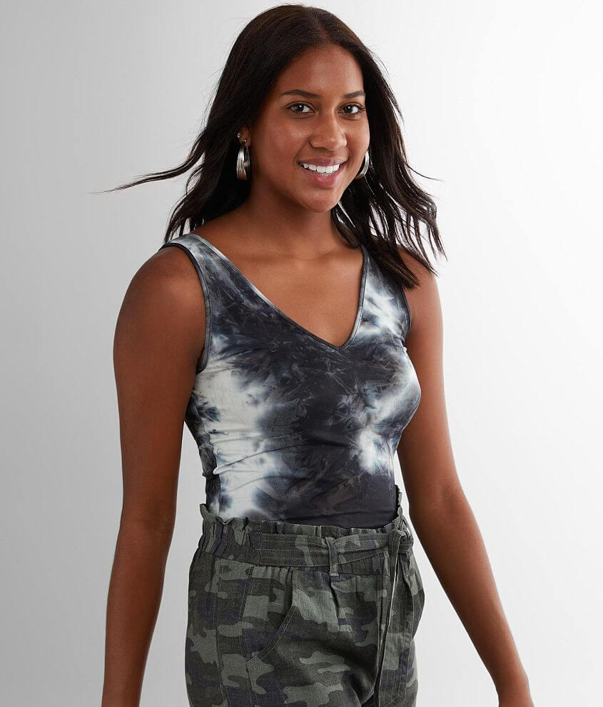 red by BKE Fitted Tie-Dye Tank Top front view