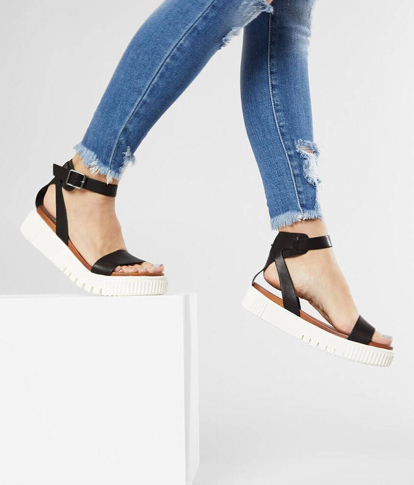 Faux leather strappy sandal Adjustable ankle strap Cushioned footbed 1 1/2\\\