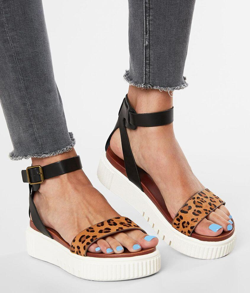 Pieced leather printed sandal Adjustable ankle strap Cushioned footbed 2\\\