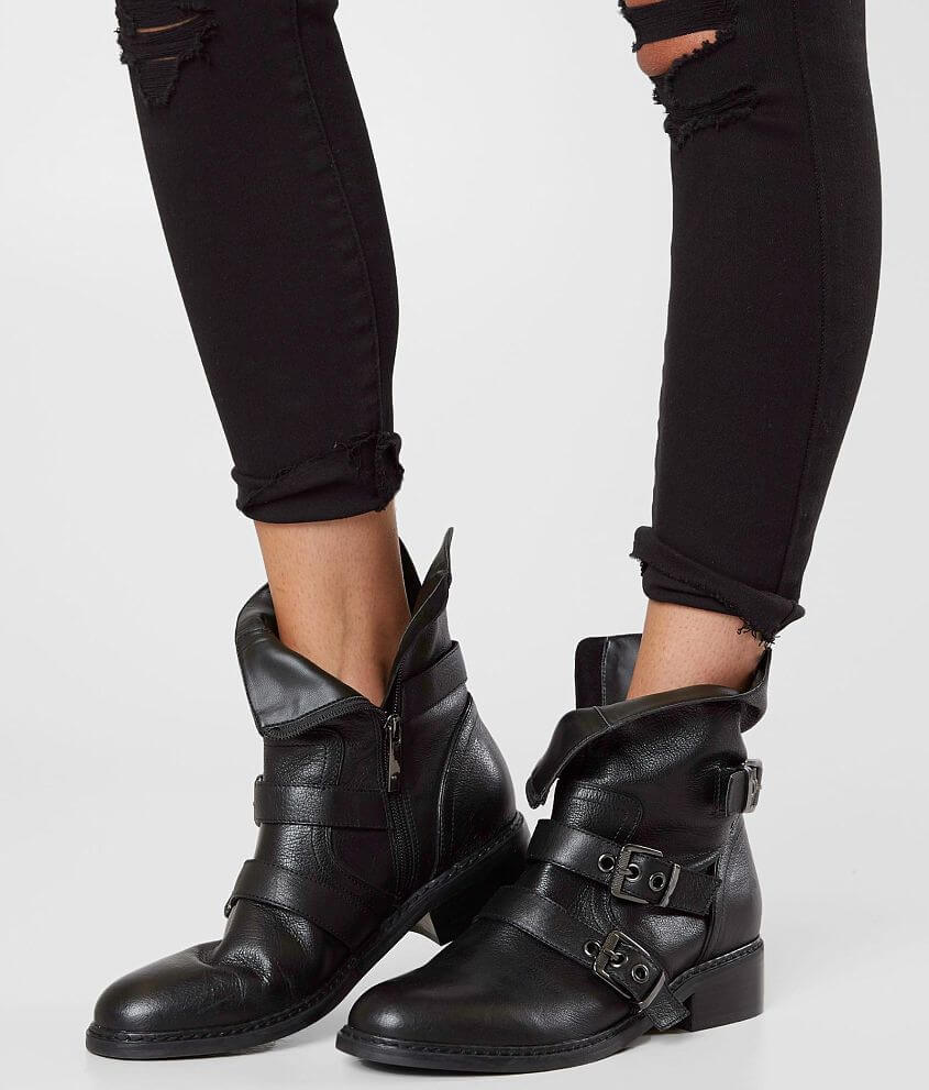 495b38ba19e3 KENDALL + KYLIE Nori Leather Boot - Women s Shoes in Black