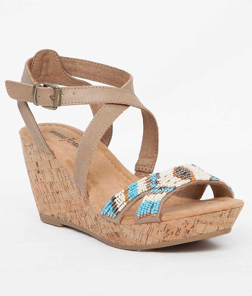 ef765cbc946235 Minnetonka Zoey Sandal - Women s Shoes in Natural