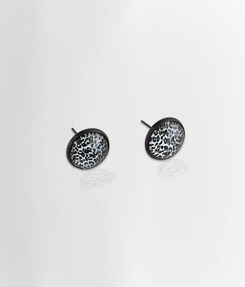 Stud earring Measures 1/2\\\