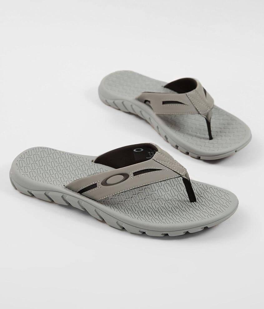 3fcbc75f47f6b Oakley Operative 2.0 Flip - Men s Shoes in Stone Gray