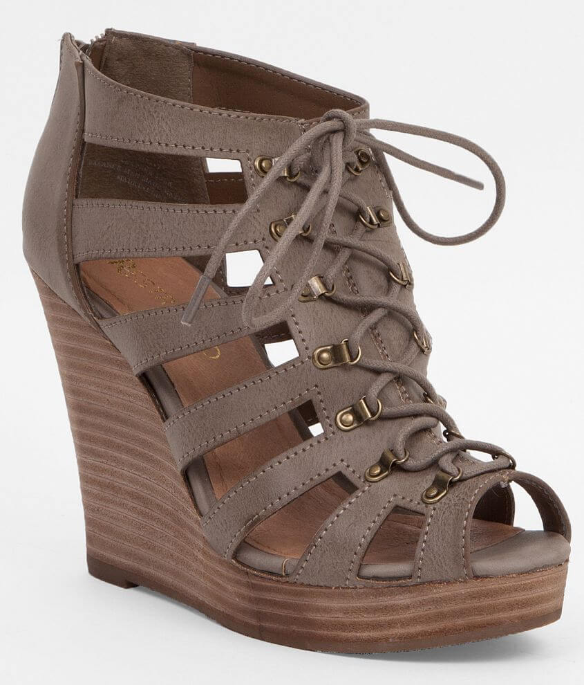 Restricted Magia Sandal front view