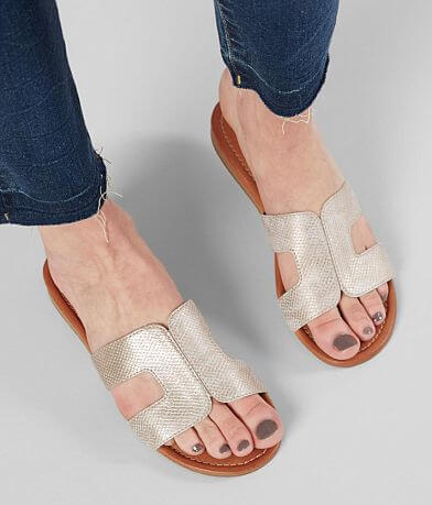 Daytrip Textured Metallic Sandal