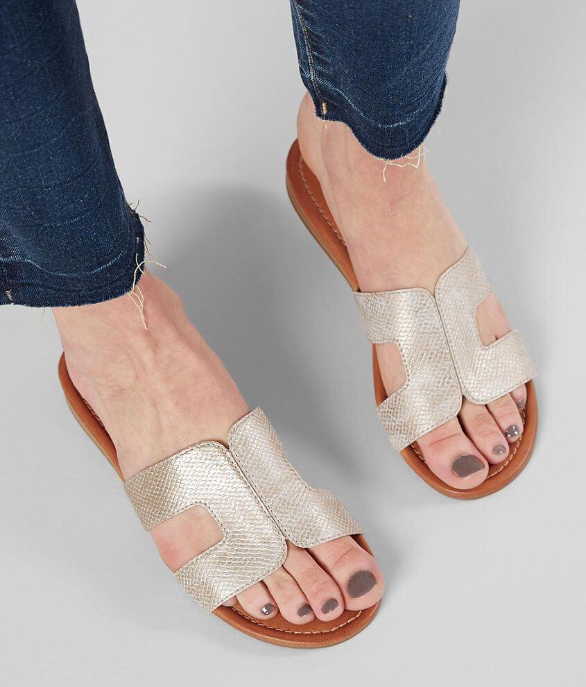 Daytrip Textured Metallic Sandal front view