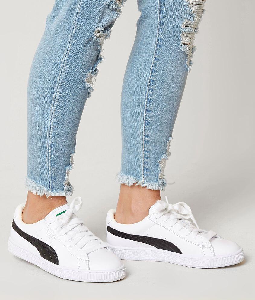 best service 37876 034da Puma Basket Classic Shoe - Women's Shoes in Puma White Puma ...