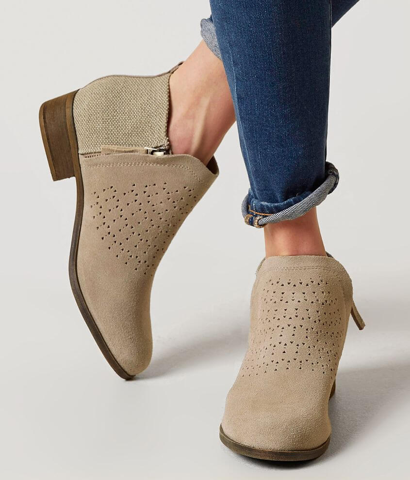5f136f4d4f1 TOMS Deia Leather Shoe - Women s Shoes in Desert Taupe Suede Radial ...