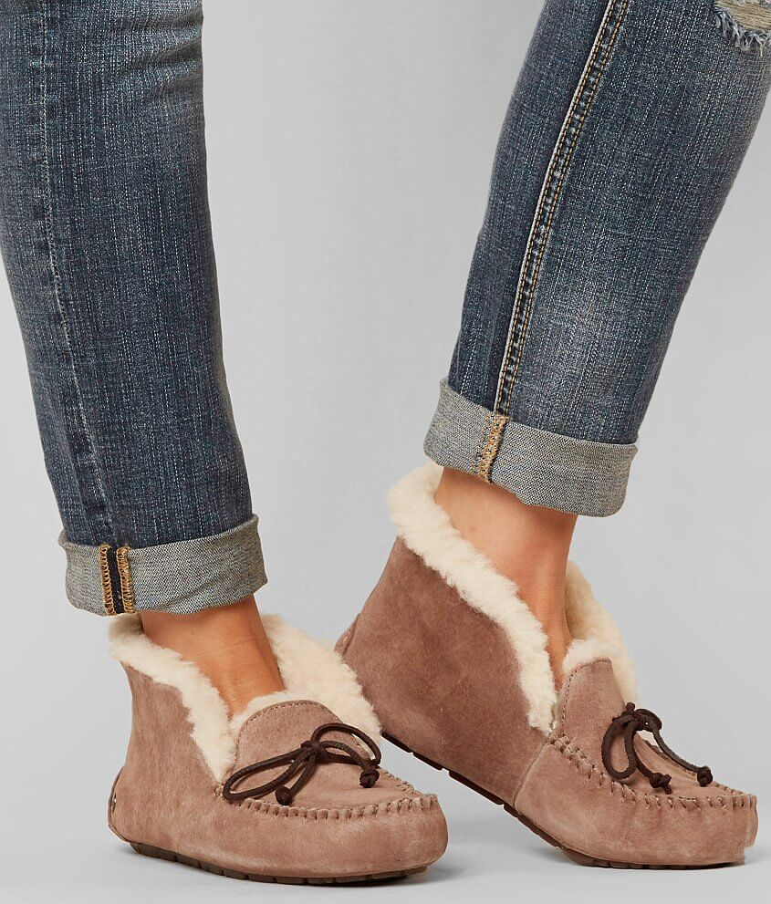 09049ea9c91d Get this Amazing Shopping Deal on UGG Alena (Chestnut) Women s Shoes