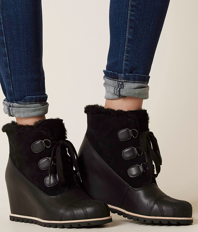 Ugg alasdair boot womens shoes in black buckle nvjuhfo Images