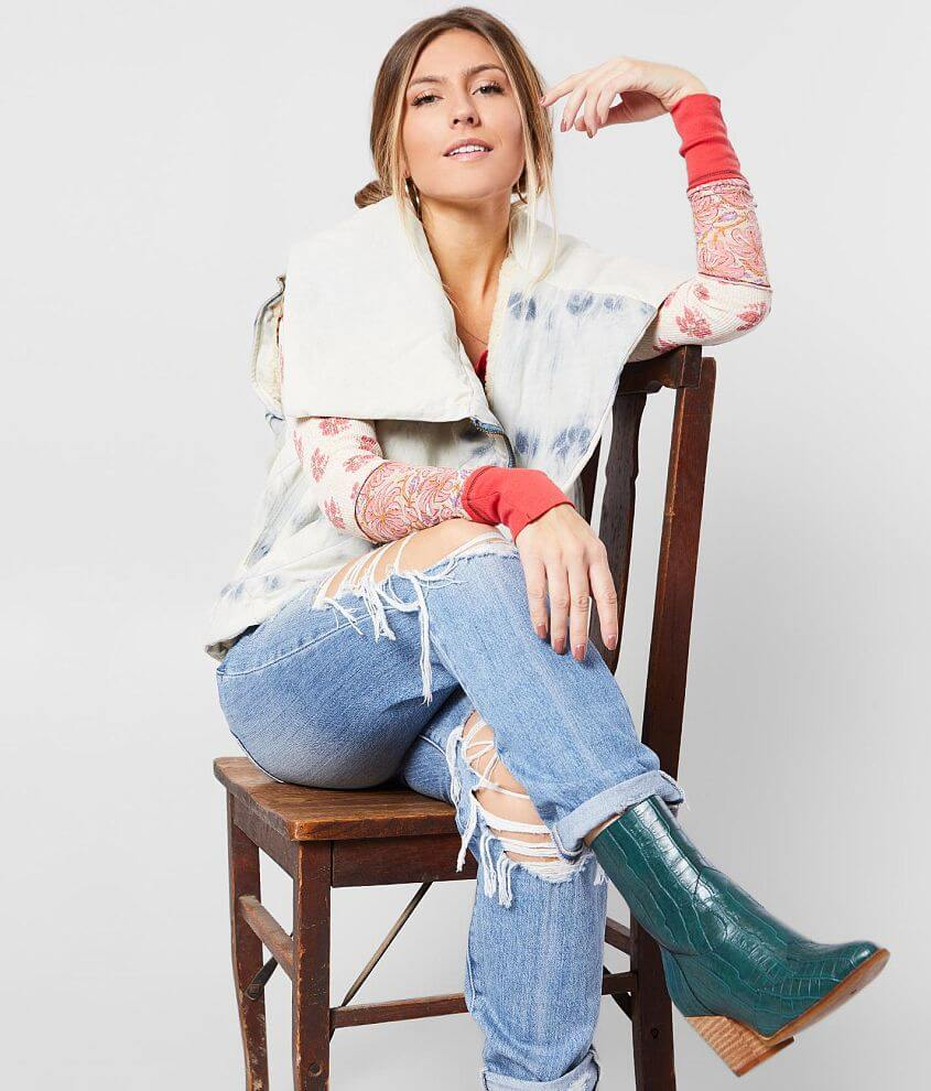 Asymmetrical zip front bleach wash vest Soft sherpa lining Oversized collar Bust measures 41\\\