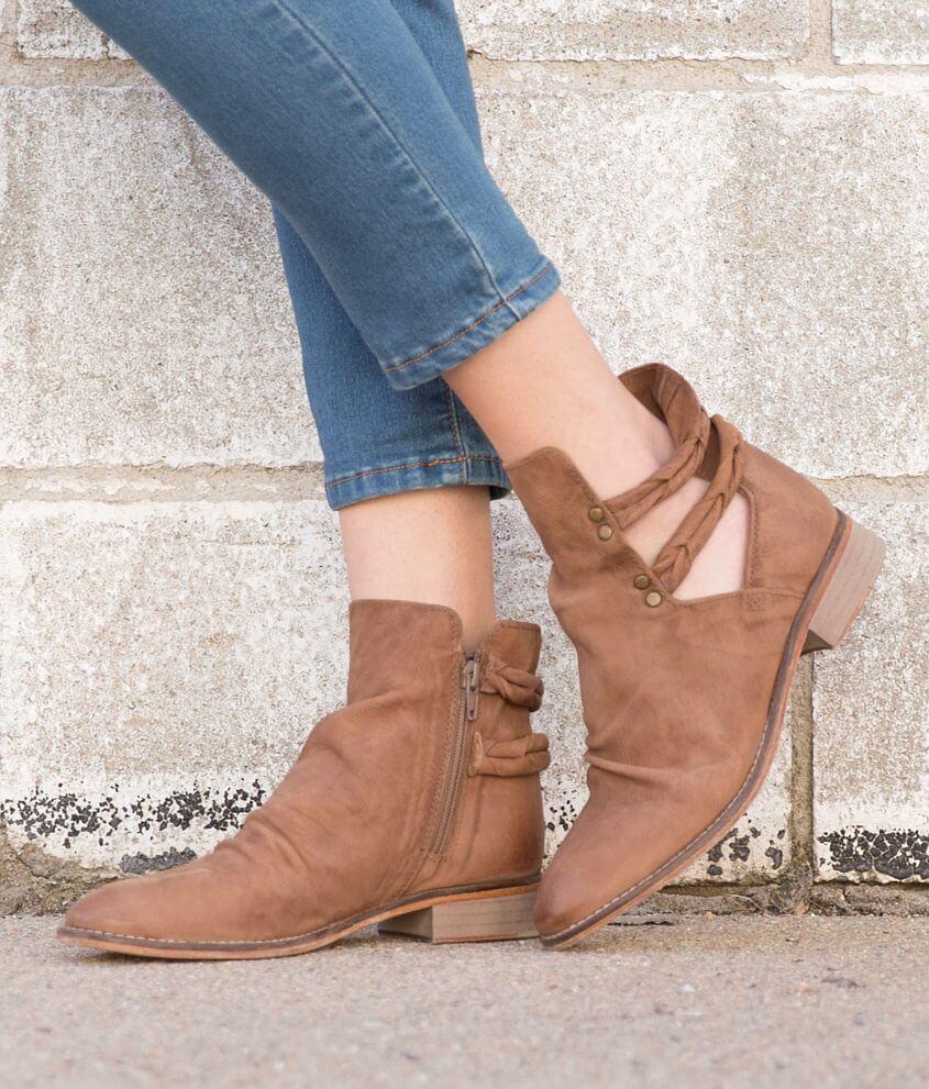 37cbc900b Free People Landslide Shoe - Women's Shoes in Cedar | Buckle